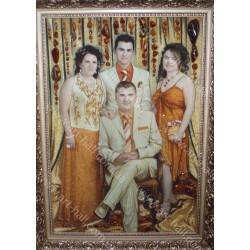 Картина семьи из янтаря