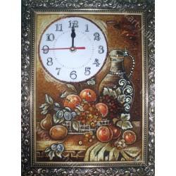 Декоративний годинник з бурштину